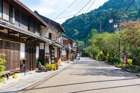 中山道醒井宿の町並み(夏) の写真素材 [FYI02672819]