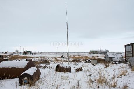 雪の中の廃墟の写真素材 [FYI02672857]
