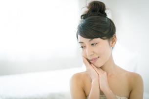 肌の綺麗な美しい女性の写真素材 [FYI02672872]
