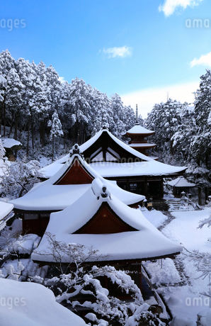 1月 雪化粧の長命寺-近江の古刹-の写真素材 [FYI02672930]