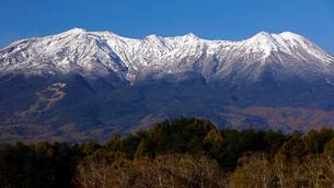 12月 冠雪の御嶽山の写真素材 [FYI02673155]