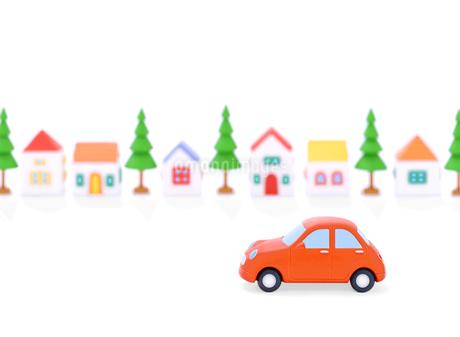 赤い粘土の車と家並みの写真素材 [FYI02673238]