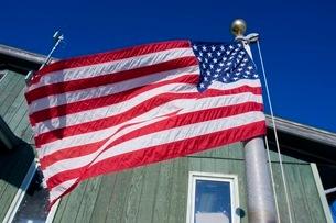 青空にはためく星条旗の写真素材 [FYI02673344]