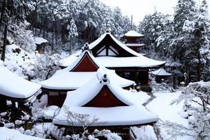1月 雪化粧の長命寺-近江の古刹-の写真素材 [FYI02673403]