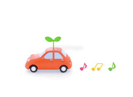 赤い粘土の車と新芽と音符の写真素材 [FYI02673514]