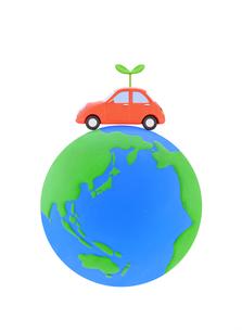 車と新芽と地球の写真素材 [FYI02673559]