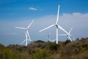 青山高原の風力発電施設の写真素材 [FYI02673565]