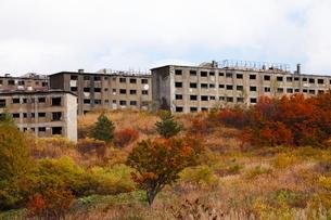 10月 松尾鉱山廃墟-紅葉の八幡平アスピーテライン-の写真素材 [FYI02673579]