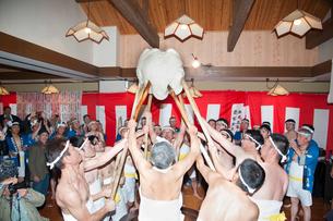 高松観音裸餅つきの写真素材 [FYI02673612]