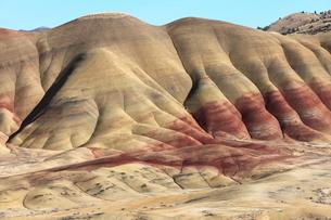 ジョン・デイ化石層国定公園のペインテッド・ヒルズの写真素材 [FYI02673639]