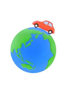 赤い粘土の車と地球の写真素材 [FYI02673775]