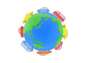 粘土の地球と8台の車の写真素材 [FYI02673809]