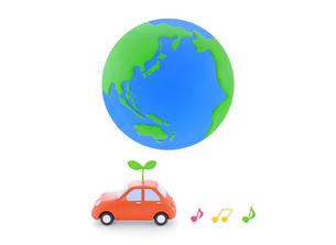 地球と車と新芽の写真素材 [FYI02673832]