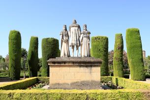 カトリック両王とコロンブス謁見の石像の写真素材 [FYI02673914]