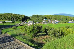 天武・持統天皇陵から見る明日香の農村の写真素材 [FYI02674210]