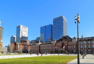 東京駅丸の内駅前広場の写真素材 [FYI02674453]