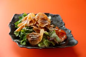 ポテトチップサラダの写真素材 [FYI02674498]