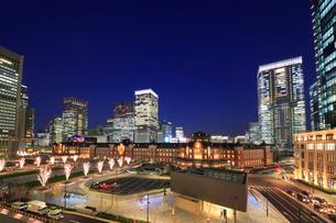 東京駅丸の内駅前広場の写真素材 [FYI02674624]
