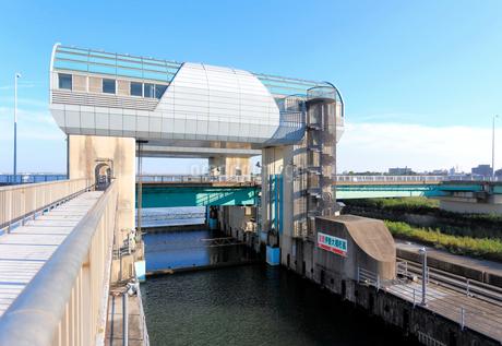 長良川河口堰の閘門と魚道の写真素材 [FYI02674721]