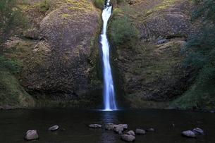 コロンビア渓谷のホーステール・フォールの写真素材 [FYI02674723]