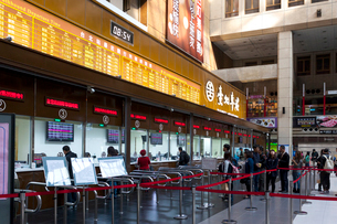 台湾 台北駅 切符売り場の写真素材 [FYI02674832]