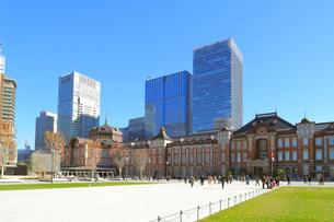 完成した東京駅丸の内駅前広場の写真素材 [FYI02674870]