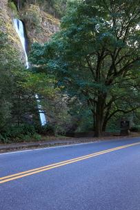 コロンビア渓谷のホーステール・フォールの写真素材 [FYI02674911]