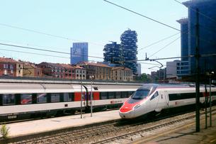 ミラノ・ガリバルディ駅のスイス国鉄ユーロシティECの写真素材 [FYI02674917]