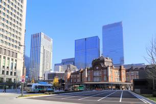 東京駅丸の内駅前広場の写真素材 [FYI02674949]