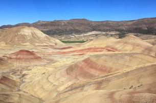 ジョン・デイ化石層国定公園のペインテッド・ヒルズの写真素材 [FYI02674952]