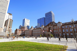 完成した東京駅丸の内駅前広場の写真素材 [FYI02675001]
