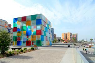 マラガ港のポンピドーセンターの写真素材 [FYI02675046]