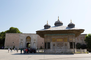 Turkey Tours By Local Guidesとトプカプ宮殿帝王の門の写真素材 [FYI02675211]