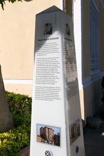 TALAT PASA KONAGI(タラートパシャマンション)の解説碑の写真素材 [FYI02675328]