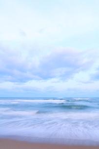 朝の海の写真素材 [FYI02675343]