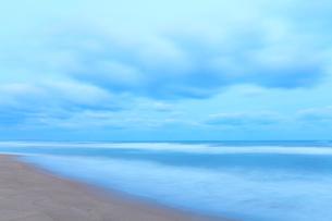 朝の海の写真素材 [FYI02675367]