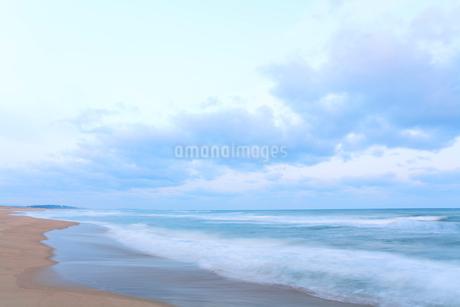 朝の海の写真素材 [FYI02675383]