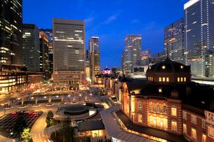 東京駅丸の内駅前広場の写真素材 [FYI02675528]