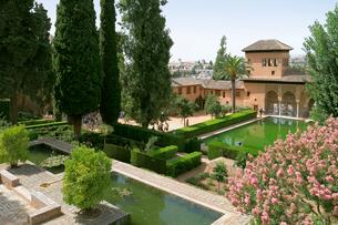 パルタル庭園から見る貴婦人の塔の写真素材 [FYI02675682]