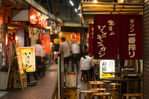 赤羽駅周辺の夕景の写真素材 [FYI02675797]