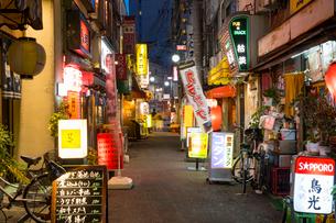 赤羽駅周辺の夕景の写真素材 [FYI02675828]