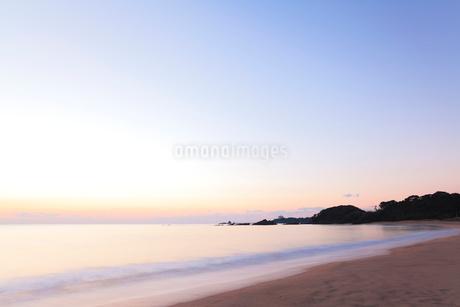 伊勢志摩・市後浜と夜明けの海の写真素材 [FYI02675869]