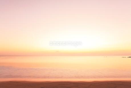 伊勢志摩・市後浜と夜明けの海の写真素材 [FYI02675984]