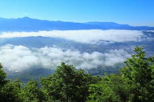 高清水牧場の展望台から望む遠野の里の写真素材 [FYI02676082]