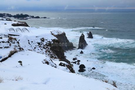 雪景色の屏風岩の写真素材 [FYI02676093]