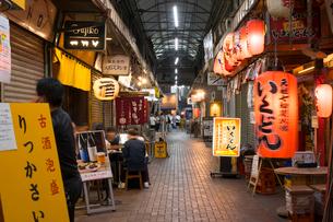 赤羽駅周辺の夕景の写真素材 [FYI02676150]