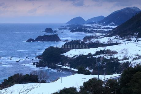 雪景色の丹後松島の写真素材 [FYI02676161]