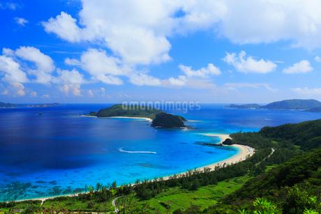 慶良間諸島,座間味島,高月山展望台から望む古座間味ビーチの写真素材 [FYI02676165]