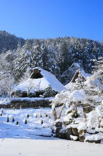 雪景色の飛騨の里の写真素材 [FYI02676178]