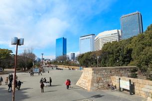 大阪城公園とOBPビル群の写真素材 [FYI02676224]